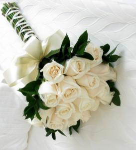 18 White Roses Bunch
