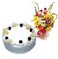 Pineapple Cake with Flowers